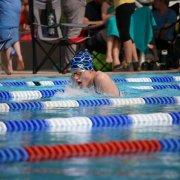 Nina holte Gold über die 100m Brust